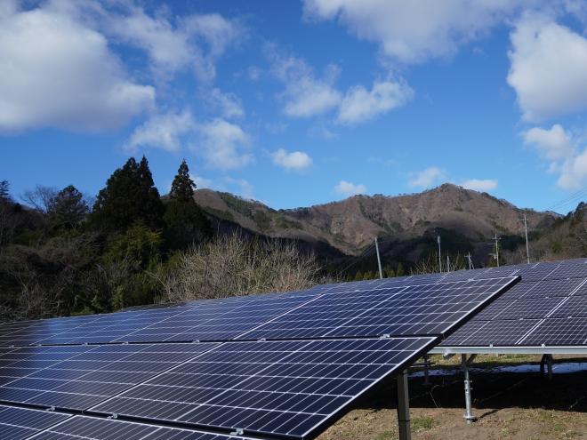 みどり市小中太陽光発電所の全景写真